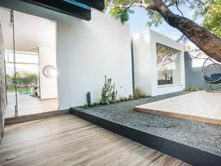 Balcones y terrazas de estilo moderno de SANTIAGO PARDO ARQUITECTO Moderno