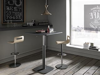 Tavolini Regolabili di Artigiani in città Moderno