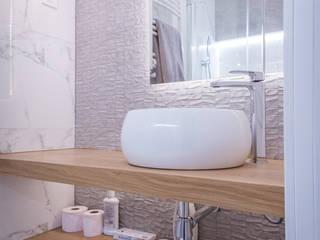 LAGASCA WINK GROUP Baños de estilo moderno Blanco