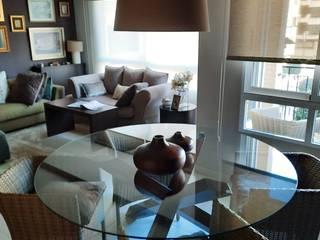 La mesa del comedor Sara Hueso Fibla Salones de estilo ecléctico Vidrio Transparente