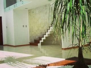 SANTIAGO PARDO ARQUITECTO 現代風玄關、走廊與階梯