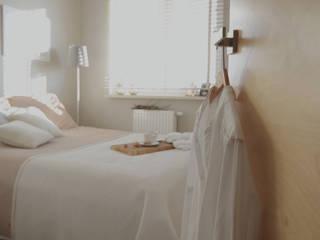 JENO Pracownia Projektowania Naturalnego Scandinavian style bedroom Beige