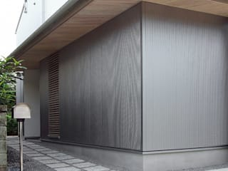 岩瀬隆広建築設計 Viviendas colectivas Hierro/Acero Metálico/Plateado