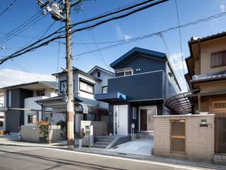 ときめく紺色の家 – 家にいる時間が大事。笑顔でいられるファンキーな家 –<リノベーション> 一級建築士事務所アトリエm 一戸建て住宅 金属 青色