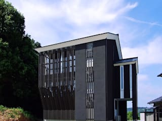 格子の家(in玉名) 岩瀬隆広建築設計 一戸建て住宅 木 黒色