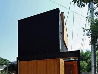 岩瀬隆広建築設計 Casas de madera Metal Negro
