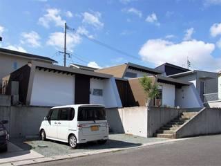 岩瀬隆広建築設計 Casas unifamiliares Marrón