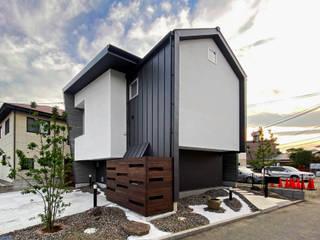 シェアハウスのような家(in八幡) 岩瀬隆広建築設計 モダンな 家 金属 黒色