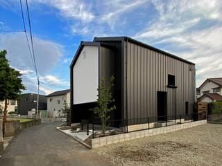 岩瀬隆広建築設計 Casas estilo moderno: ideas, arquitectura e imágenes Metal Negro