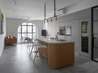 Eightytwo Modern style kitchen