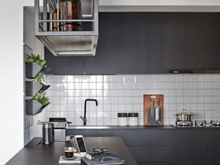 Eightytwo Modern style kitchen