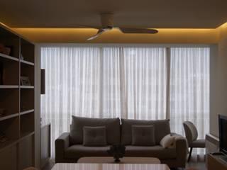 INTERIORISMO: Reforma completa de un apartamento en Benicasim Sara Hueso Fibla Salones de estilo moderno Tablero DM Beige