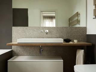 Contrasti - Progettazione e ristrutturazione appartamento 130mq - zona EUR Bagno moderno di Gruppo Castaldi | Roma Moderno