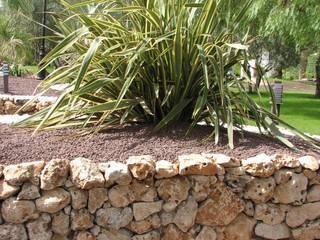 Muro construido con piedra de rocalla. JARDINERIA POZO S.L. Jardines con piedras