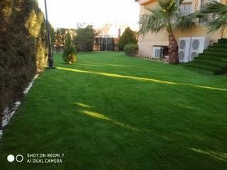 Instalación de césped artificial en chalet particular de Orihuela (Alicante) JARDINERIA POZO S.L. Jardines de estilo moderno