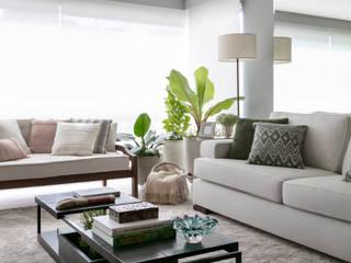 DCC by Next arquitetura Livings de estilo moderno Gris