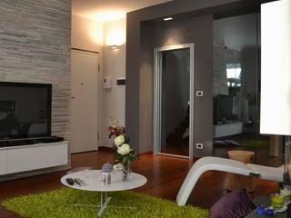 Splendida villa fuori Torino Silvia Camporeale Interior Designer Soggiorno moderno Vetro Grigio