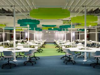 Quark Arquitectura Ruang Studi/Kantor Gaya Industrial