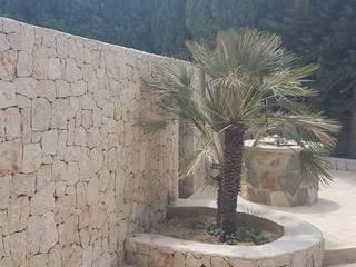 Poolbau in Benssa Costa Hemme & Cortell Construcciones S.L. Jardines con piedras Piedra Beige