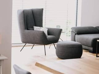 Moderner Wohntraum mit Holzakzenten in rustikaler Eiche Blickfang - Elemente EsszimmerStühle und Bänke Holz Braun