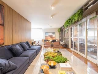 DCC by Next arquitetura Livings de estilo moderno Madera Beige