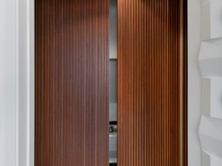 DCC by Next arquitetura Pasillos, halls y escaleras minimalistas Madera Beige