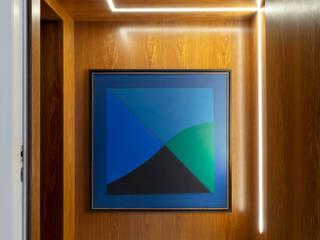DCC by Next arquitetura Pasillos, halls y escaleras minimalistas Madera Acabado en madera