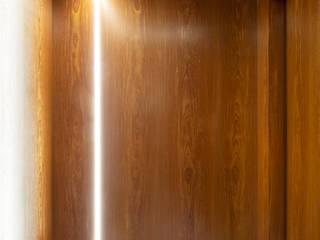 DCC by Next arquitetura Pasillos, vestíbulos y escaleras modernos Madera Acabado en madera