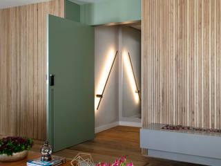 DCC by Next arquitetura Livings de estilo mediterráneo Madera Beige