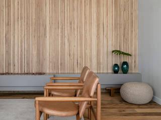 DCC by Next arquitetura Livings de estilo minimalista Beige