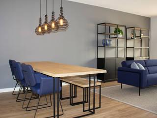MIRA Interieur & Meubelontwerp Industrial style living room Grey