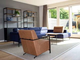 MIRA Interieur & Meubelontwerp Industrial style living room Wood Blue