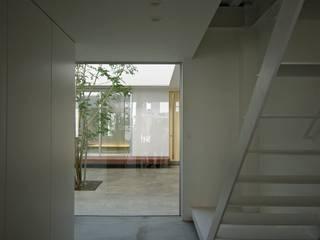 空間建築-傳 Ingresso, Corridoio & Scale in stile scandinavo Bianco