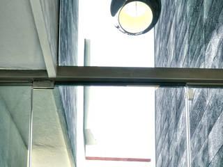 Arqcubo Arquitectos Koridor & Tangga Modern Kaca Blue