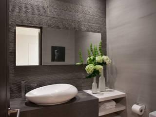 Arqcubo Arquitectos BathroomMirrors Tembikar Black