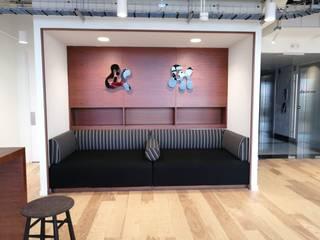 Diseño de interiores DILSMAC Office spaces & stores Kayu Wood effect