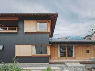 小林良孝建築事務所 Wooden houses Wood Black
