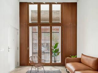 A5 APARTMENT BUILDING Kahane Architects Salones de estilo minimalista