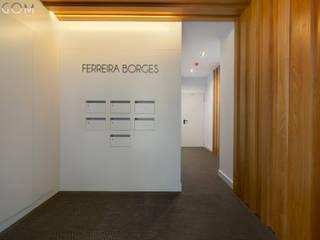 Lagom studio モダンスタイルの 玄関&廊下&階段 無垢材 ブラウン