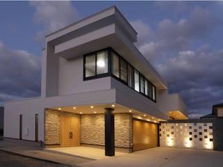 アジアンリゾートとシンプルモダンが融合したインナーガレージ付き高級デザイナーズハウス 株式会社 大岡成光建築事務所 モダンな 家
