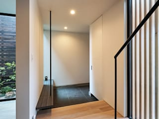 株式会社 片岡英和建築研究室 Pasillos, vestíbulos y escaleras de estilo moderno