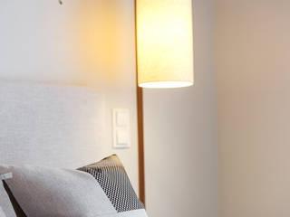Tangerinas e Pêssegos - Design de Interiores & Decoração no Porto Modern style bedroom Grey