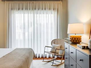 Tangerinas e Pêssegos - Design de Interiores & Decoração no Porto Modern style bedroom Beige