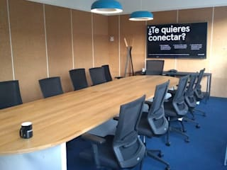 Diseño de interiores DILSMAC Ruang Studi/Kantor Modern Sumbat Wood effect