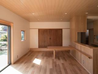 (株)独楽蔵 KOMAGURA Phòng khách phong cách chiết trung