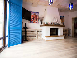 Студия дизайна ROMANIUK DESIGN Salones de estilo mediterráneo
