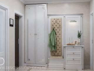 Студия дизайна ROMANIUK DESIGN Pasillos, vestíbulos y escaleras de estilo clásico