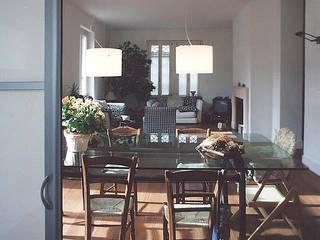 Da uno a due unità abitative_Una finestra sul giardino Luisa Olgiati Sala da pranzo moderna