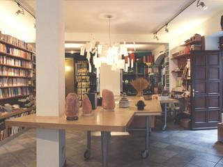 Uno spazio con più funzioni: negozio, libreria, centro riunioni Luisa Olgiati Negozi & Locali Commerciali