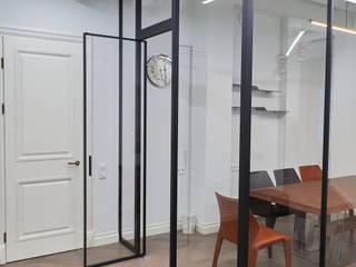 Угловая стеклянная перегородка raumplus в офис Raumplus Офисные помещения и магазины